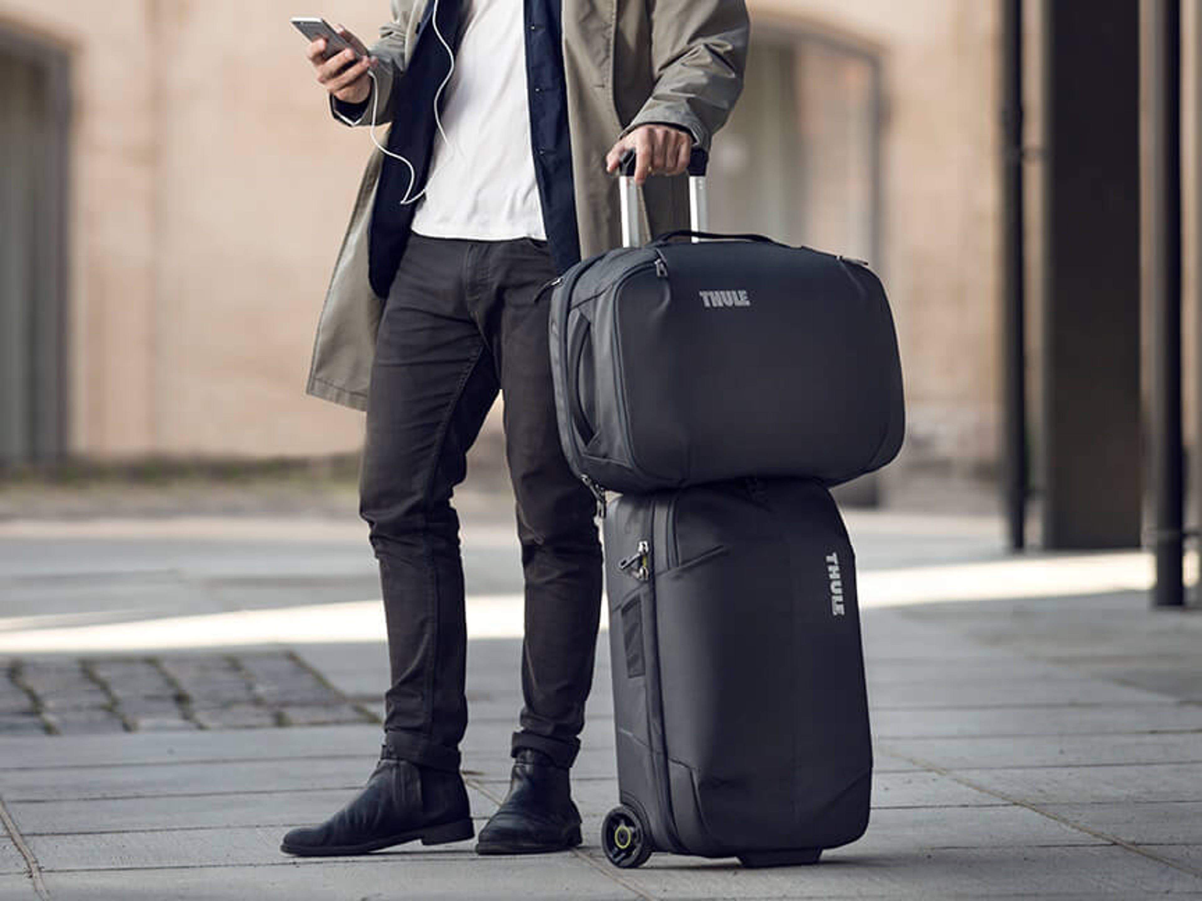 Mid Size & Lightweight Luggage | Best Buy Canada